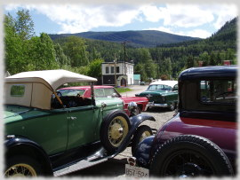 Vintage cars by Coalmont store